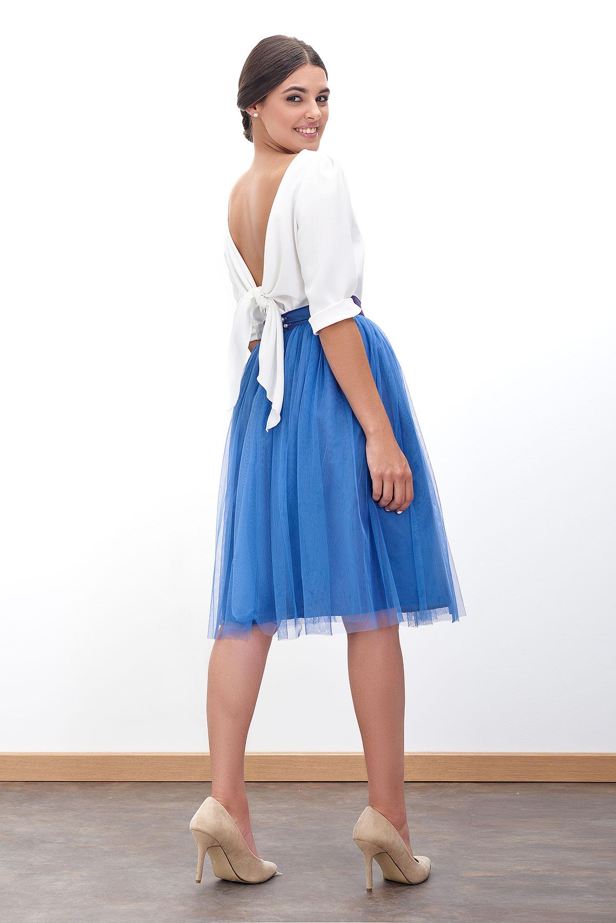 blusa blanca descubierta en la espalda