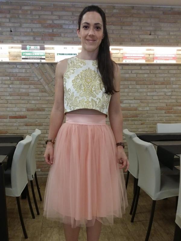 clienta de Fatima Angulo vestida con falda corta Carrie