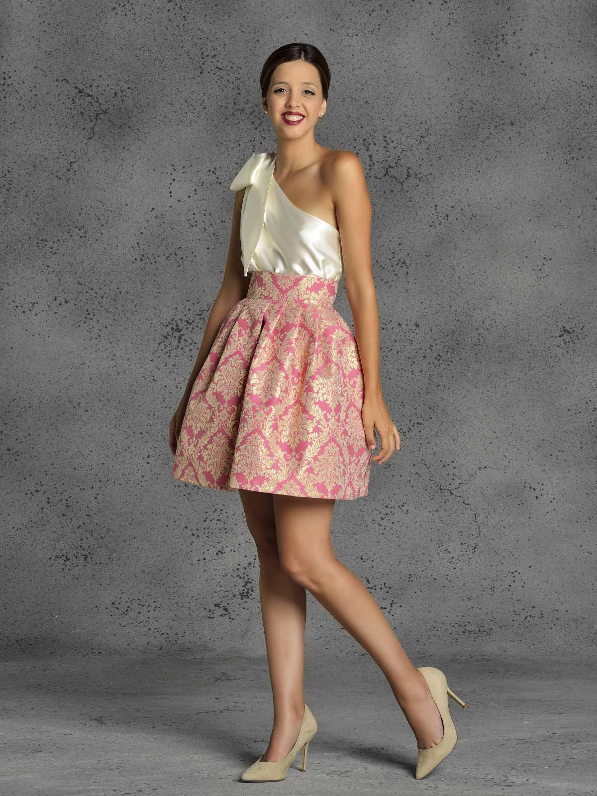 falda corta para fiestas fucsia de Fatima Angulo
