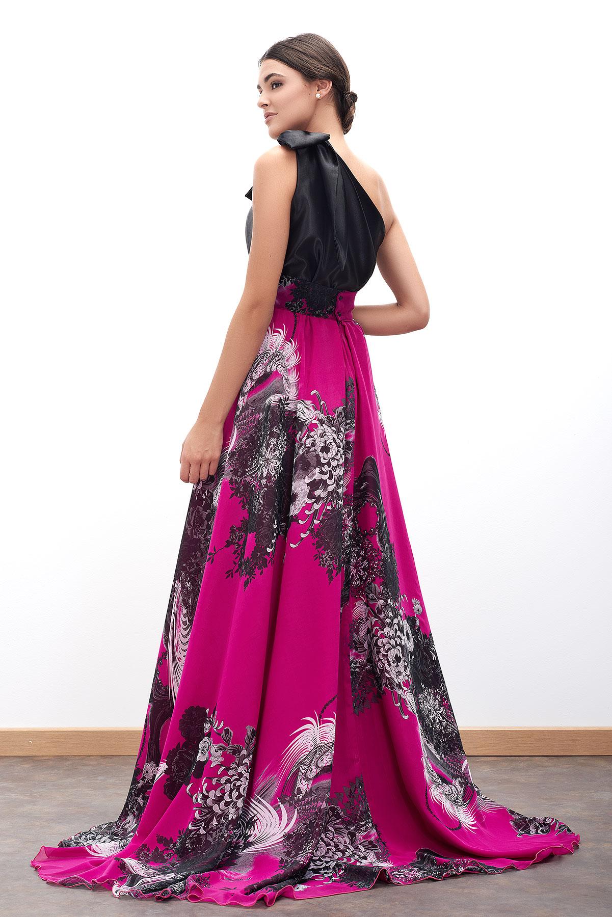 falda de fiesta larga fucsia para ceremonias e invitadas de fiesta diseñada por Fatima Angulo