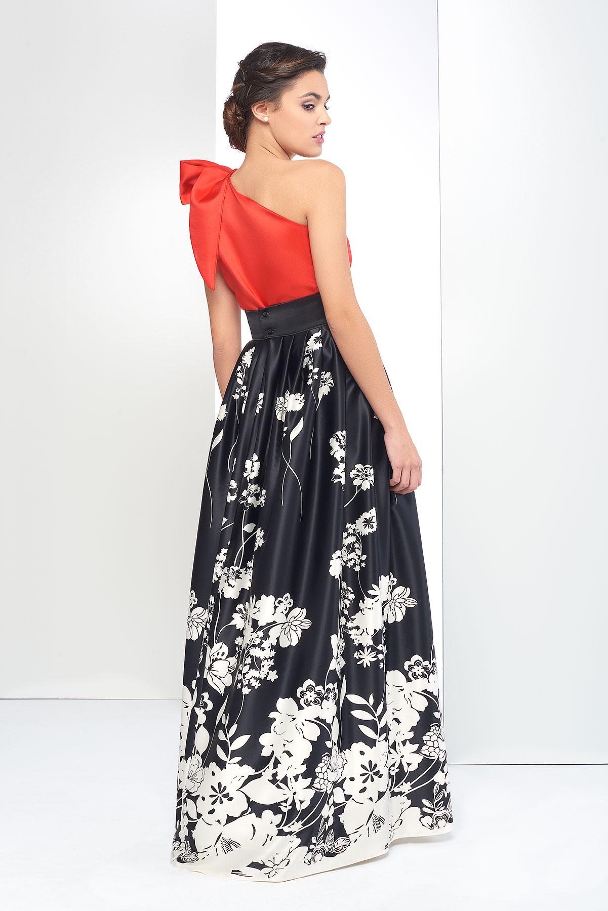 8ff167e77 Falda de fiesta larga negra con estampado de flores. Para eventos.