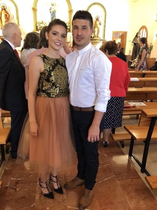 Invitada de fiesta vestida con la falda y Tul carrie nude de Fatima Angulo