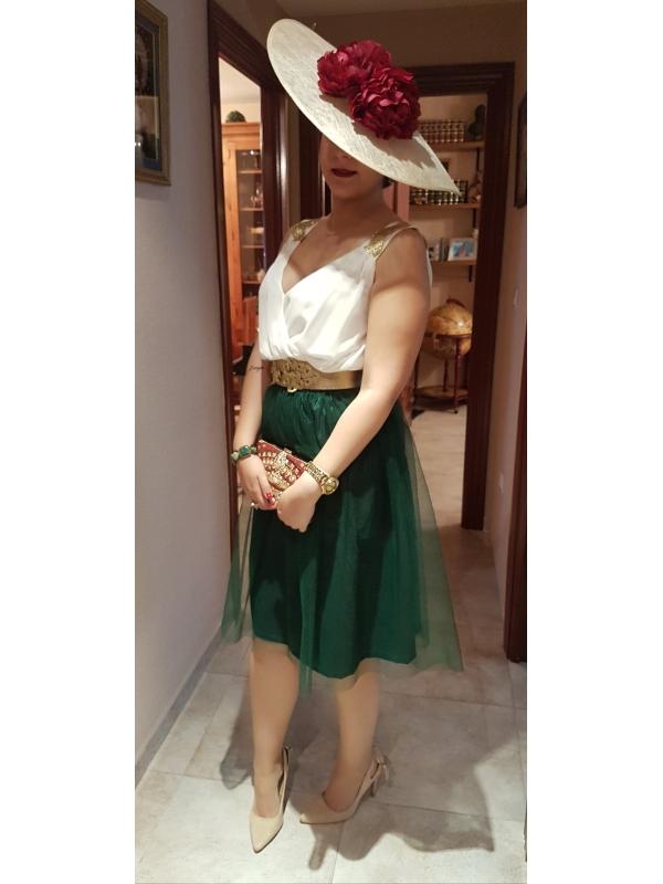 Invitada vestida con falda tul carrie verde