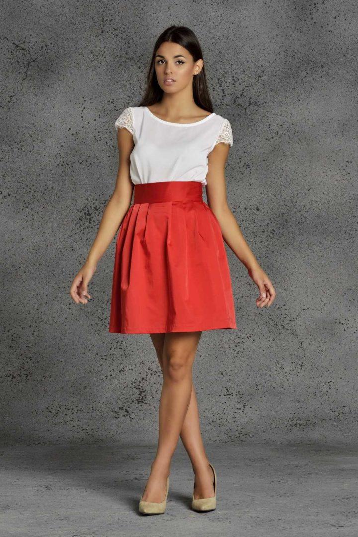 Falda corta roja de fiesta efecto globo de Fatima Angulo