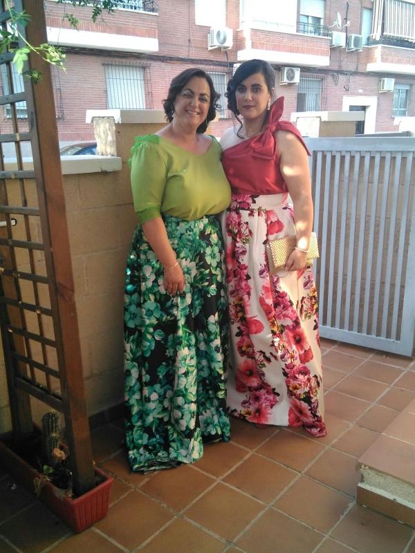Clientas vestidas con trajes de invitadas de Fatima Angulo
