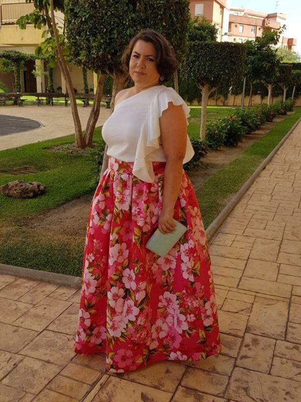 Clienta de Fatima Angulo vestida con el vestido largo Gladiolo