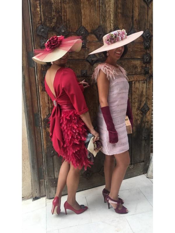 Clientas de Fatima Angulo con vestidos morados espectaculares
