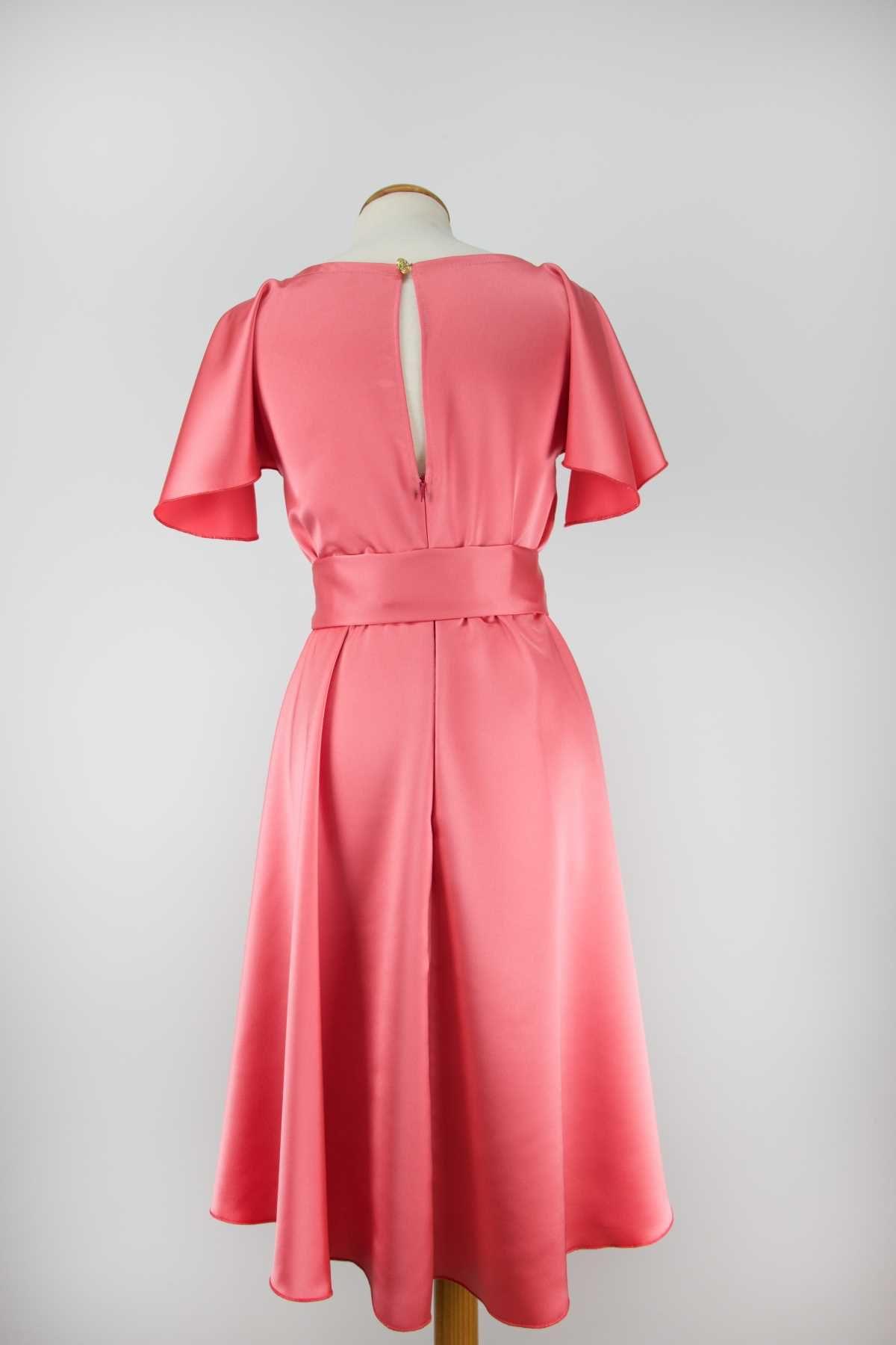 vestido coral con cinturilla de fatima angulo