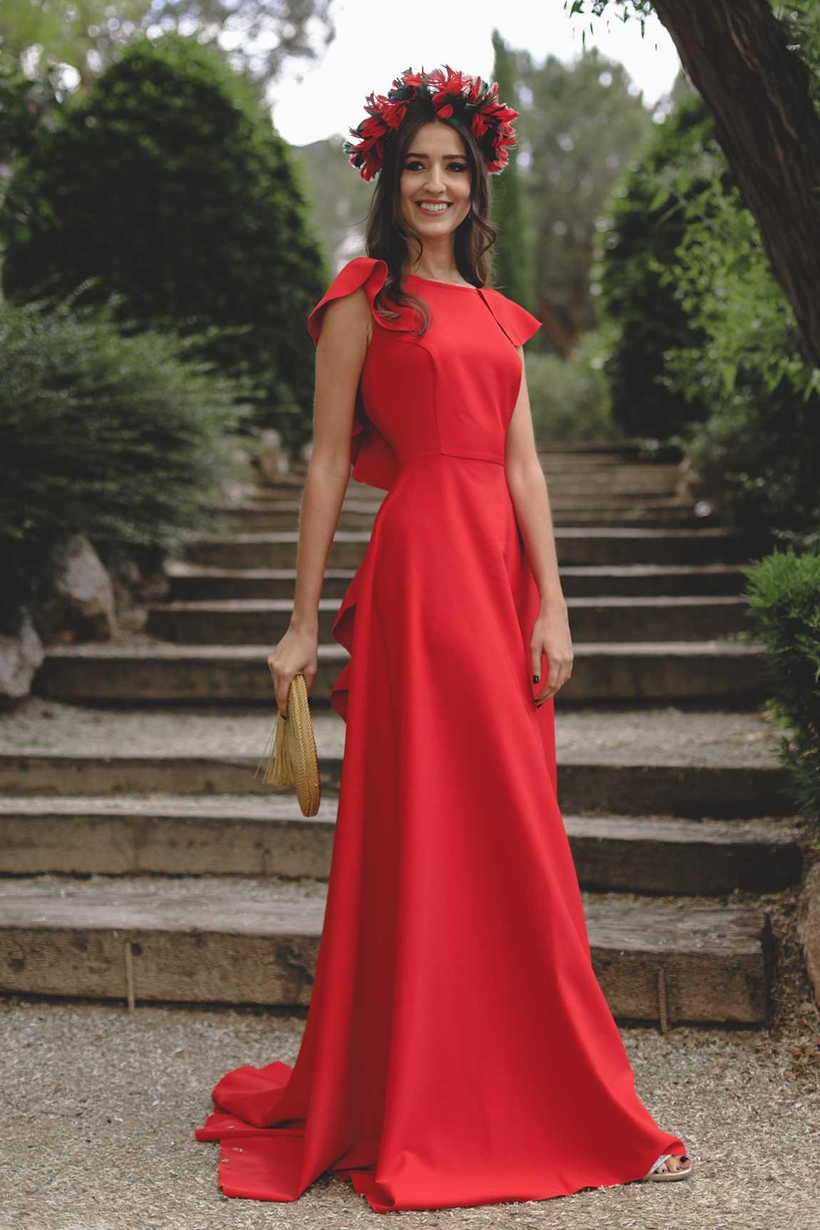 b68a45049378 Vestido de fiesta rojo largo con volantes en la espalda. Modelo Orquídea