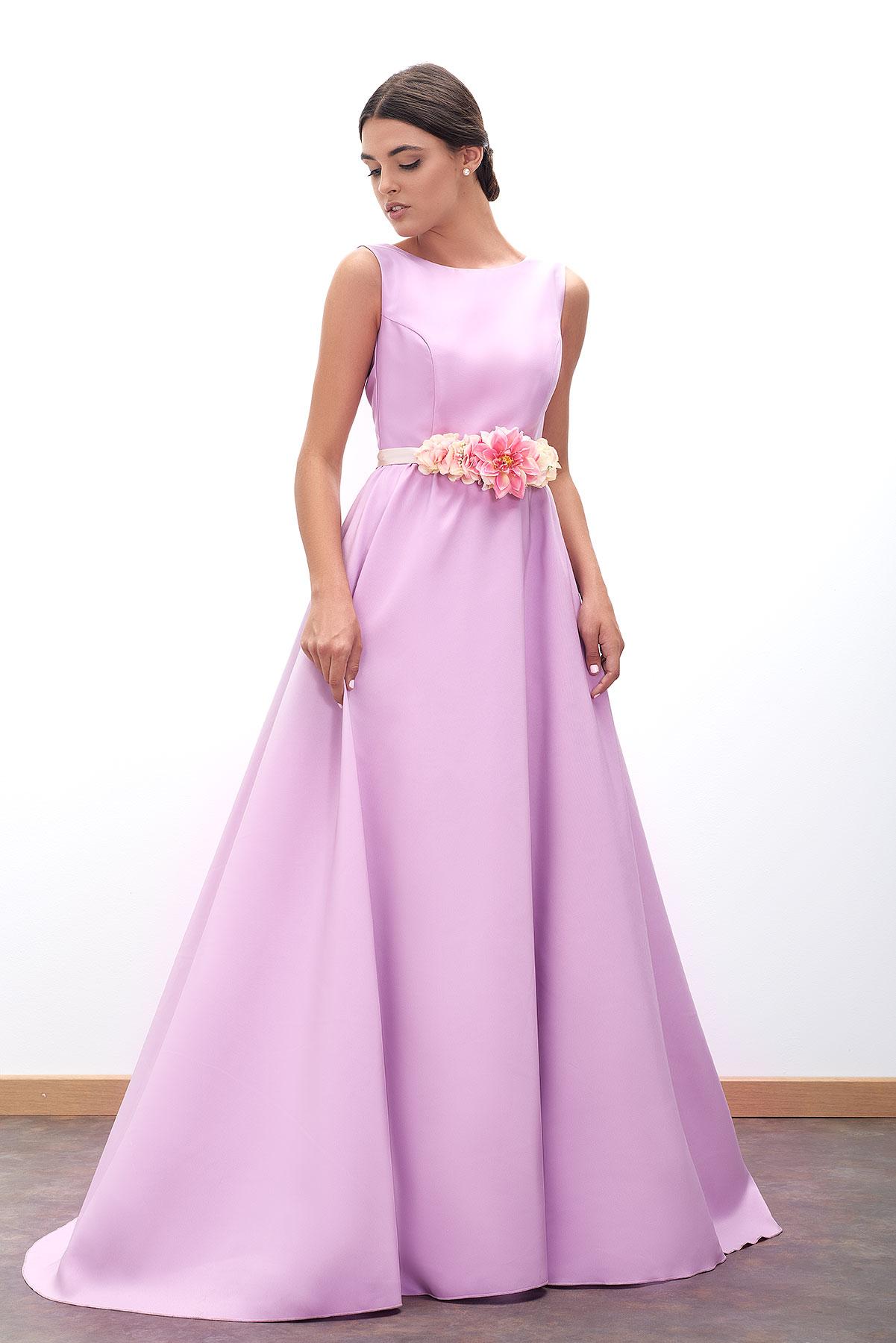 Vestido de fiesta largo malva con cinturón de flores de Fatima Angulo