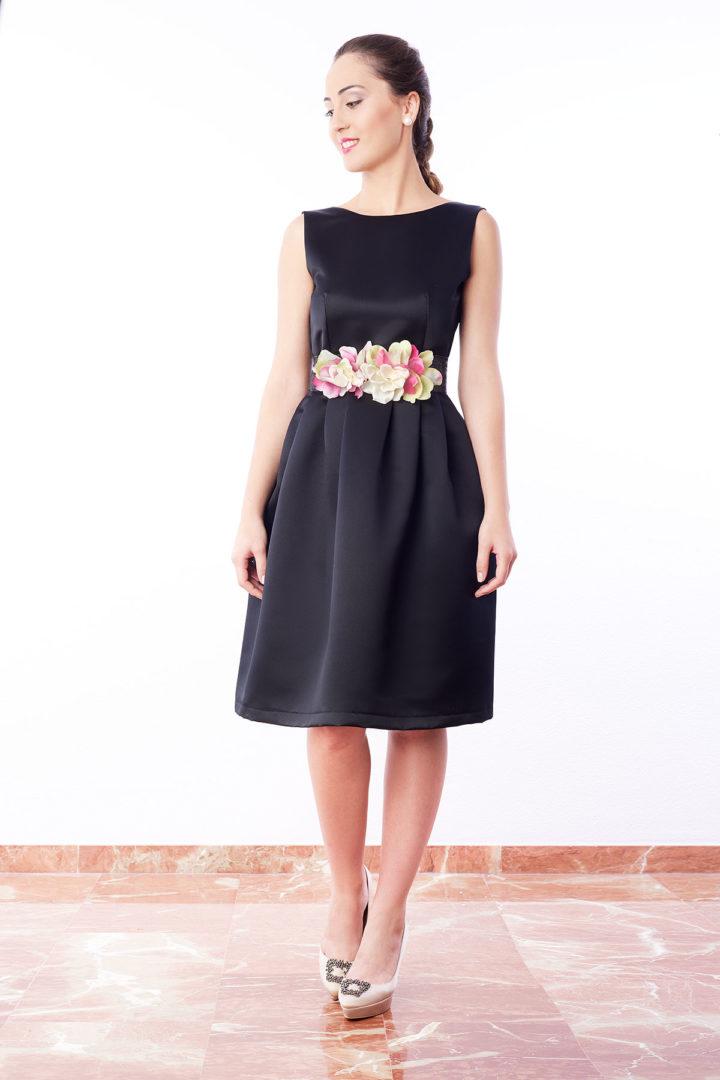 Vestido de fiesta negro en satén de raso color negro