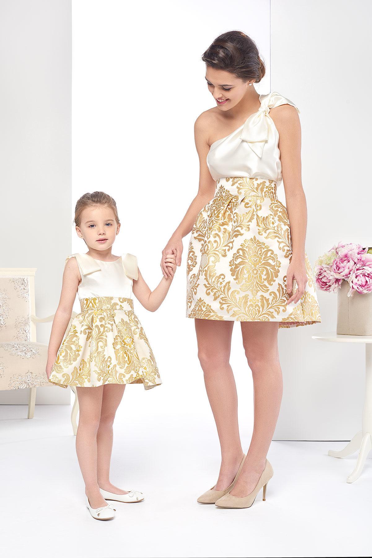 Vestido de niña corto para bodas o ceremonia en tono dorado