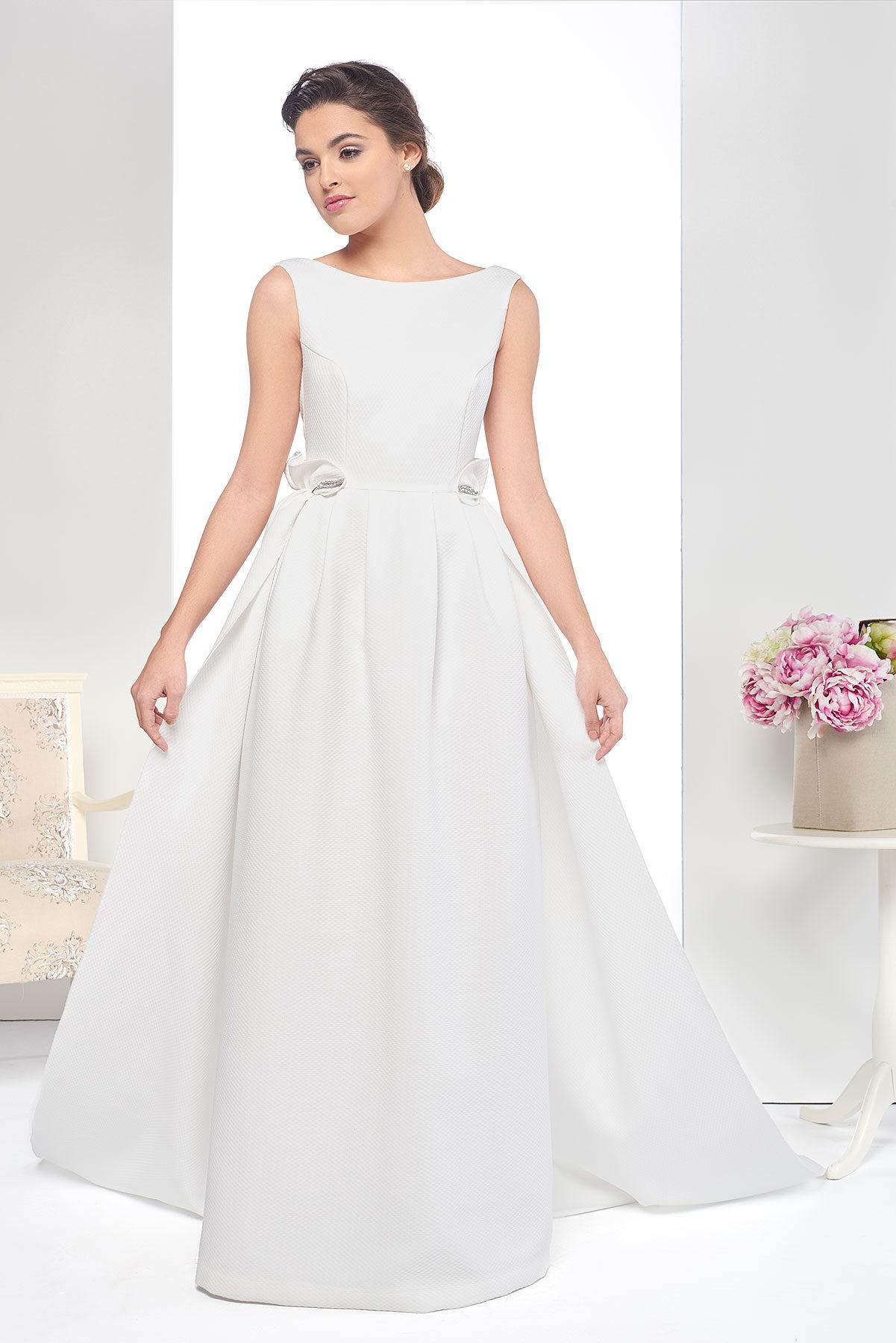 Vestido de novia lowcost con tirantes y escote en la espalda