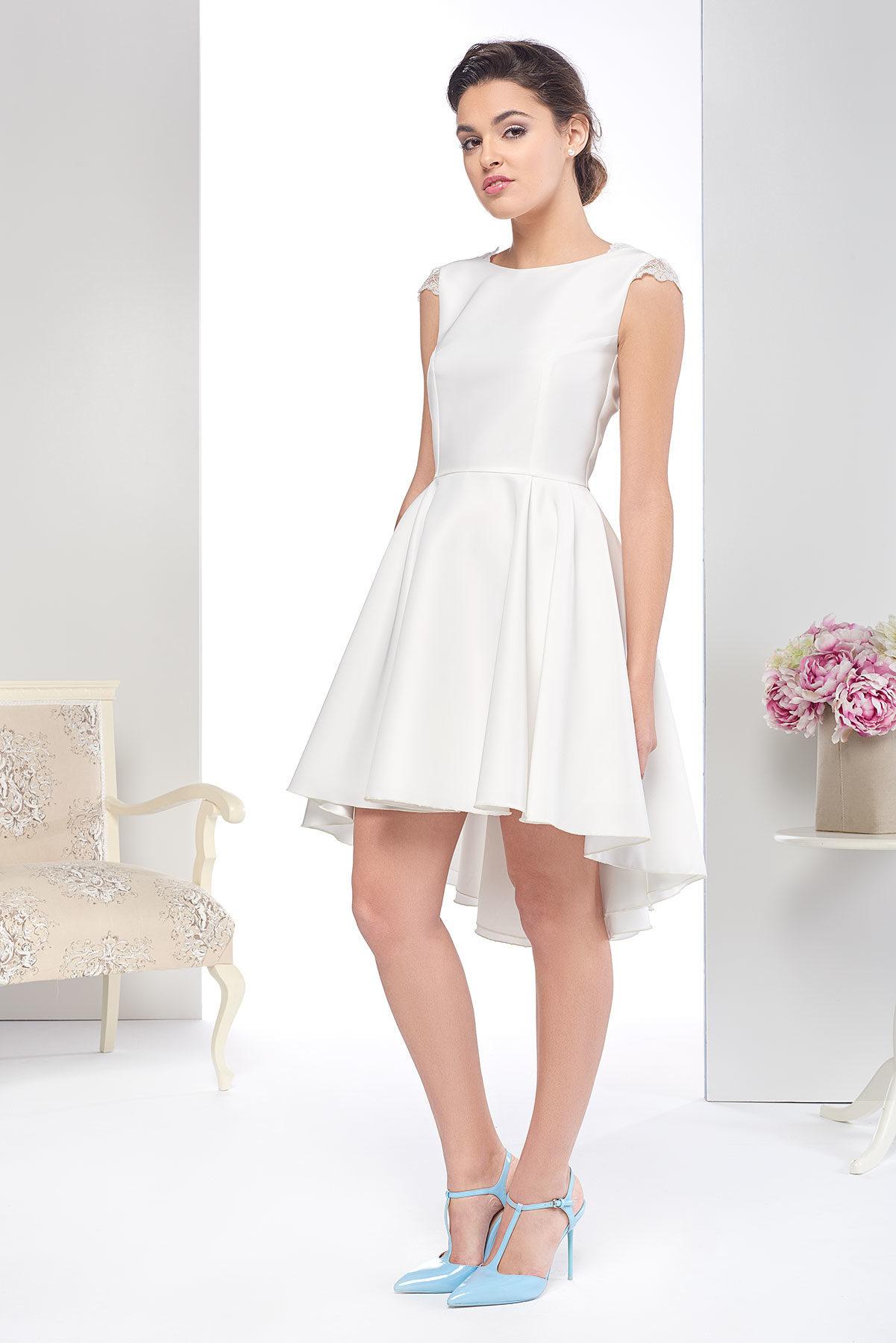 Vestido de novia corto lowcost con puntillas en mangas y espalda