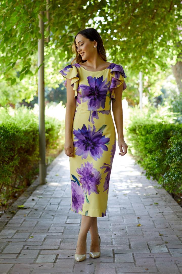 Vestido de fiesta ajustado al cuerpo con flores violeta y amarillo